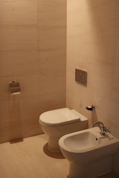 ParkHyattDubaiSuiteBathroom, ParkHyattDubaiBalcony, ParkHyattDubai, World Travel Adventurers, WorldTravelAdventurers, Luxury, Luxury travel, luxury resort, hotel review, Park Hyatt, Dubai, romantic getaway, dream vacation, suite, toilets