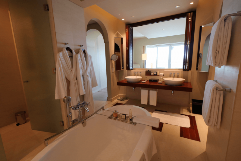ParkHyattDubaiSuiteBathroom, ParkHyattDubaiBalcony, ParkHyattDubai, World Travel Adventurers, WorldTravelAdventurers, Luxury, Luxury travel, luxury resort, hotel review, Park Hyatt, Dubai, romantic getaway, dream vacation, suite