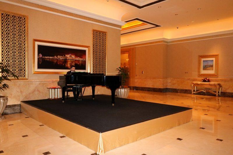 emirates palace piano, emiratespalaceentrance, Emirates Palace, Abu Dhabi, United Arab Emirates, UAE, luxury travel, luxury hotel, 5 star hotel, world travel adventurers, WorldTravelAdventurers, world's 2nd most expensive hotel, hotel review