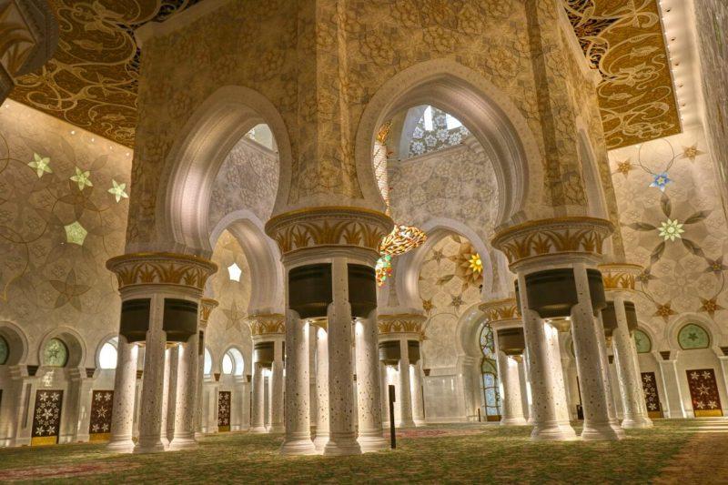 Sheikh Zayed Grand Mosque, Abu Dhabi, United Arab Emirates, UAE, architecture, art, world travel adventurers, WorldTravelAdventurers, luxury travel, luxury, prayer hall, columns