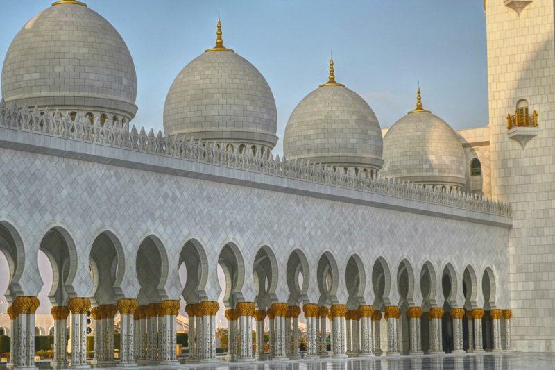 Sheikh Zayed Grand Mosque, Abu Dhabi, United Arab Emirates, UAE, architecture, art, world travel adventurers, WorldTravelAdventurers, luxury travel, luxury, prayer hall, arcades, white marble
