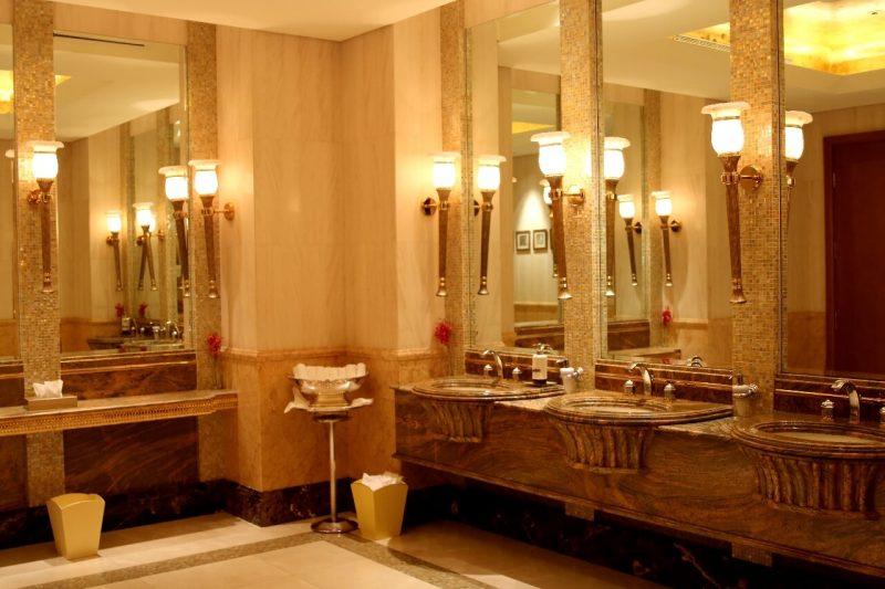 Abu Dhabi S Opulent Emirates Palace The World S 2nd Most