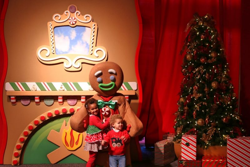 ICE! Christmas Around the World Gaylord National Christmas on the Potomac National harbor luxury resort DC holiday attraction family activity world travel adventurers WorldTravelAdventurers Gingerbread man