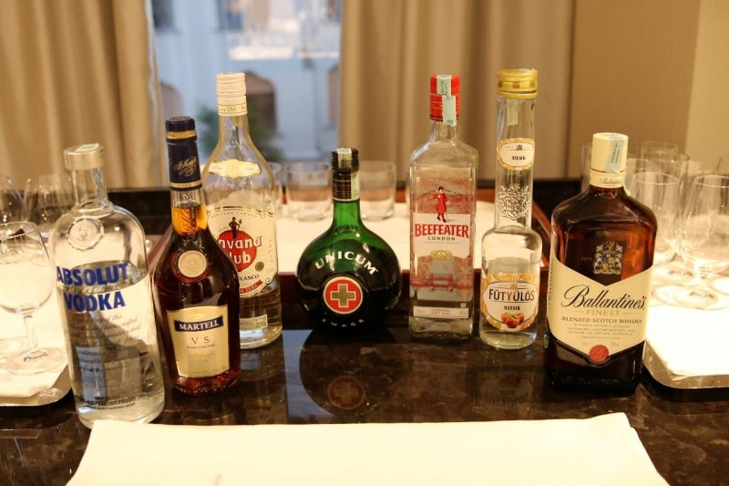 World travel adventurers luxury travel hotel review Hungary worldtraveladventurers Hilton Historic building Alcohol cocktails