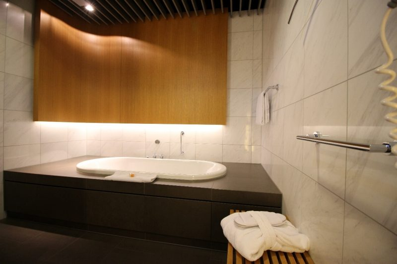 lufthansa frankfurt first class lounge luxury travel world travel adventurers WorldTravelAdventurers travel like a millionaire lounge review Germany travel blog Bathroom